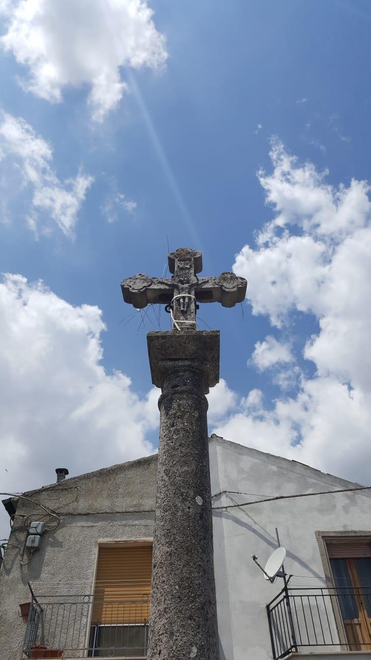 una croce